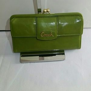 COACH VGT GREEN PATENT LEATHER WALLET